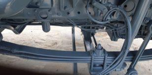Elementy metalowe dźwigu po piaskowaniu